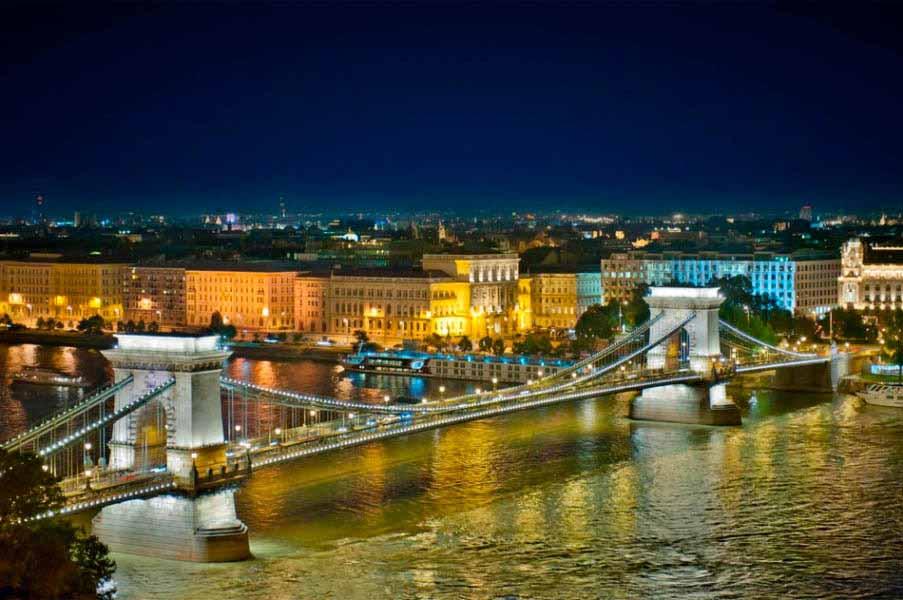 https://www.latiendadelaspegatinas.com/uploads/fotomurales-ciudades-y-monumentos-FM-ciu-0012-puente-de-budapest-BASE_d17a3.jpg