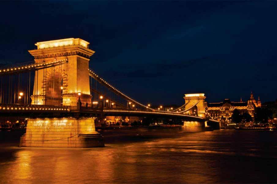 https://www.latiendadelaspegatinas.com/uploads/fotomurales-ciudades-y-monumentos-FM-ciu-0018-puente-de-las-cadenas-BASE_4bf7c.jpg