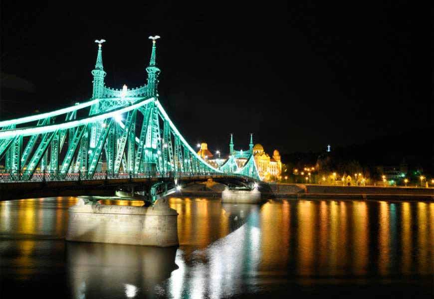 https://www.latiendadelaspegatinas.com/uploads/fotomurales-ciudades-y-monumentos-FM-ciu-0020-puente-de-la-libertad-BASE_330c7.jpg