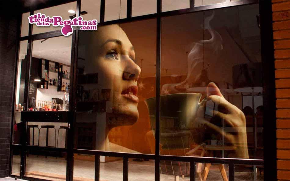 Fotomural chica con café