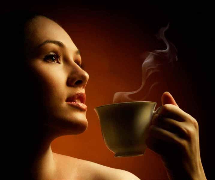 https://www.latiendadelaspegatinas.com/uploads/fotomurales-decorativos-FM-com-0003-chica-con-cafe-BASE_99ba8.jpg