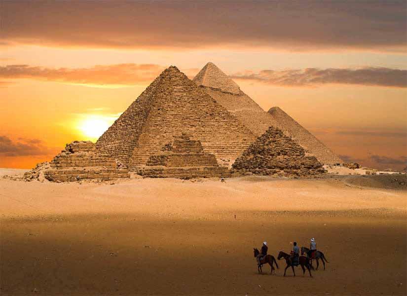 https://www.latiendadelaspegatinas.com/uploads/fotomurales-decorativos-ciudades-y-monumentos-FM-ciu-0003-piramidesdegiza-BASE_35c62.jpg