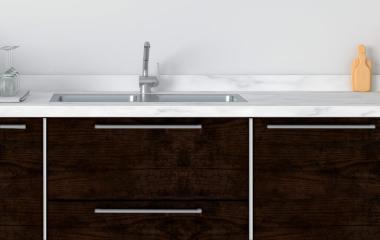 vinilo madera oscura para forrar mueble de cocina