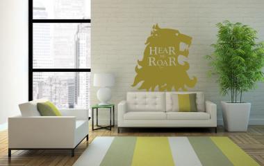 Pegatina en la pared con el lema de los lannister